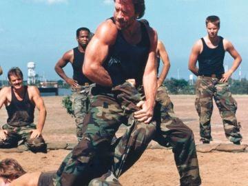 Chuck Norris, en una imagen promocional de Delta Force 2