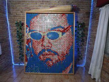 Cientos de cubos para dar forma a una cara